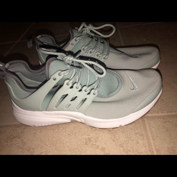Women's Nike Prestos mint green